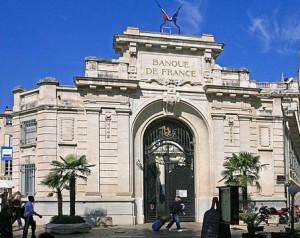 ccommons-Banque_de_France,_Place_de_l'Horloge_par_JM_Rosier