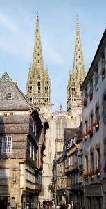 Free Syndic Quimper : ccommons-Thesupermat-Quimper_-_La_cathédrale_depuis_la_rue_Kéréon_-_011